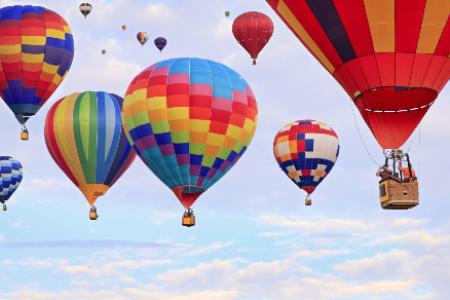 Chiêm ngưỡng 17 khinh khí cầu bay lơ lửng tại Đầm Sen